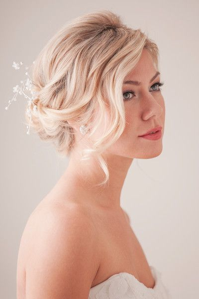 15 Gorgeous Beachy Hairstyles , Wedding Hair & Beauty Photos by Blooming Beauty by Cammy - Image 4 of 15