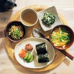 週末の朝ごはんとお弁当 by くんきんさん | レシピブログ - 料理ブログのレシピ満載! おはようございまーす(*^ー^)ノ♪くんきんです。朝ごはん*ほうれん草のマヨ白和え*納豆(醤油麹、練り辛子)*糠漬け(きゅうり、人参)*梅干し*海苔のおにぎり*味噌汁(大根の皮、油揚げ)お弁当*厚揚げ...