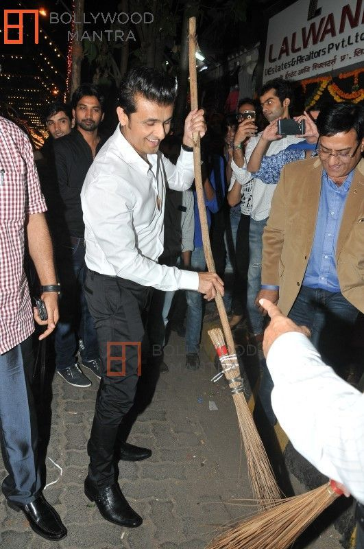 Sonu Nigam | Support the Swacch Bharat initiative by Lion Raju Photo #890