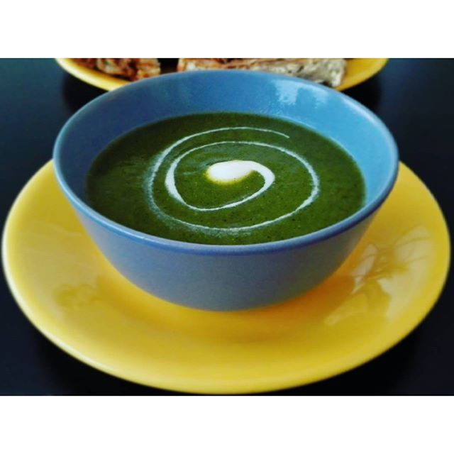 Buenos dias gente! Quien no ha visto todavia, hay un post nuevo en el blog  link in bio! ........... Good morning people! Who didn`t see yet, a new post is on a blog  link in bio! #cookwithclarkandchiquita#soup#greensoup#blog#bloggers#sopa#sopaverde#vidasana#vegan#vegetarian#vidavegana#rawlifestyle#comida#cena#desayuno#españa#belgium#serbia#follow4follow#tagsforlikes#eatclean#healthyeating#hethylife#foodporn#fitnessjourney#easyrecipes