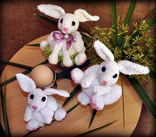Süße Eierwärmer in Form von kuscheligen Häschen musst Du unbedingt häkeln. Fang gleich an, denn das macht doppelt Spaß, beim Häkeln + beim Verwenden.
