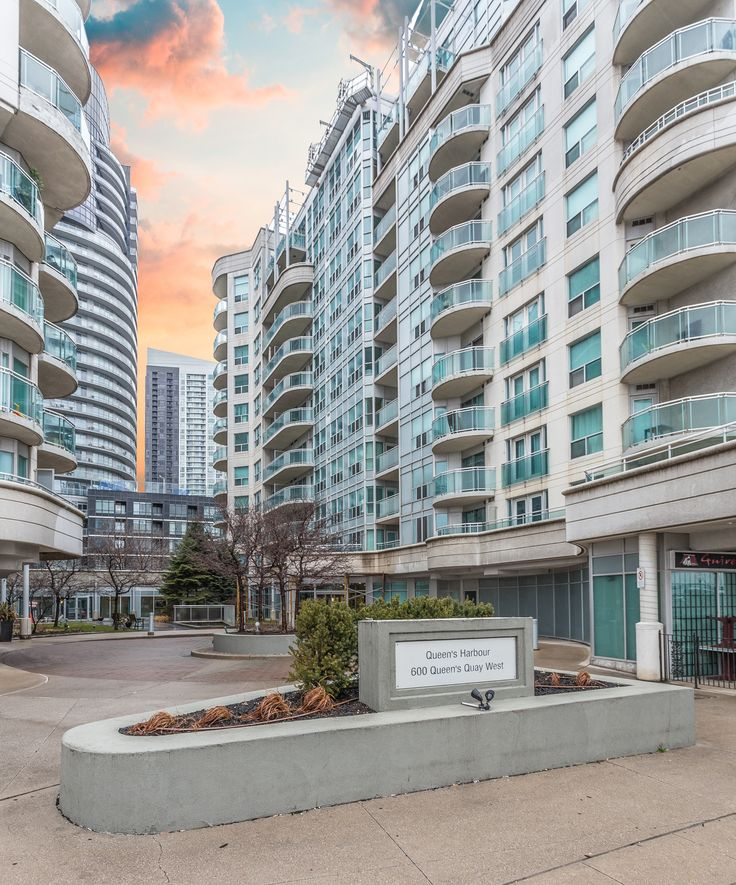 Listings: 600 Queens Quay West