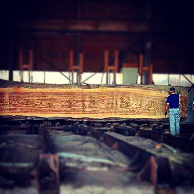 本日の製材風景…ゼブラウッド11m Today's lumber landscape ... zebra wood 11m  #製材#liveedge#lumbar#woodslab#woodworking#woodfurniture#table#zebra#ゼブラ#ゼブラウッド#木材#木工#一枚板#家具#インテリア#建築#新築#カウンター#関家具#ダイニング#リビング#無垢#無垢材#木#樹#furniture#ateliermokuba#mokuba#縞模様#アトリエ木馬