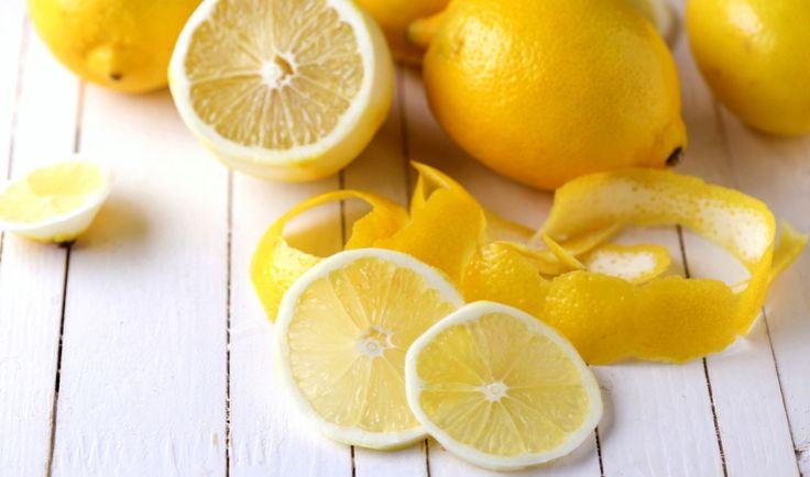 Osvěžující chuť citronu dokáže dát švih slaným pokrmům i sladkým dezertům. Skvěle ladí s rybami, drůbežím masem, saláty, nepostradatelný je v asijské kuchyni. A báječně vyváží sladkost moučníků.