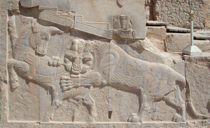 Bajorrelieve en Persépolis -un símbolo en el zoroastrismo para Nowruz— toro que lucha eternamente (personificando a la Luna), y un león (personificando al Sol) que representa la primavera