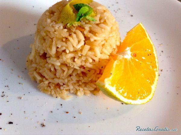 Aprende a preparar arroz a la naranja  con esta rica y fácil receta.  En esta receta traemos un clásico en la gastronomía, se trata de un delicioso arroz a la...