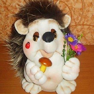 Ёжик был сделан на заказ. Высота 30 см. Друзья, а среди вас есть коллекционеры ёжиков? Повтор возможен! Размер могу сделать любой. #кукланазаказ #кукла #ёжик #handmade #подарок #купитькуклу #коллекционер