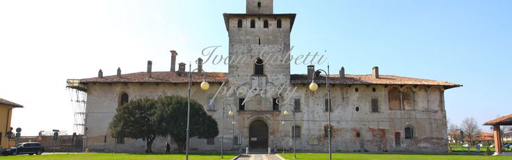 Historic castle with large plot of land of 70000 sqm, main building and armoury
