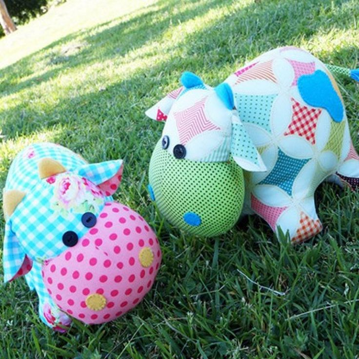 We just adore Melly & Me's cute little pair of cows, they make super soft toys and are a great starting point for getting into sewing toys at home.  This pattern is suitable for all skill levels. #mellyandme #cow #farm
