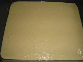 Τι θα χρειαστούμε: 6 αυγά 1/2 ποτήρι ζάχαρη (από το 1 κιλό που θα χρησιμοποιήσουμε συνολικά) 1 ποτήρι γάλα 1 ποτήρι σπορέλαιο 2 φα...