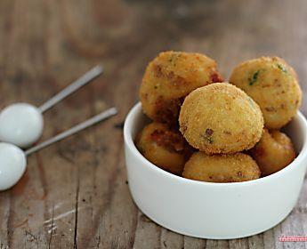 Crocchette di patate salsiccia e pancetta, fritte o al forno