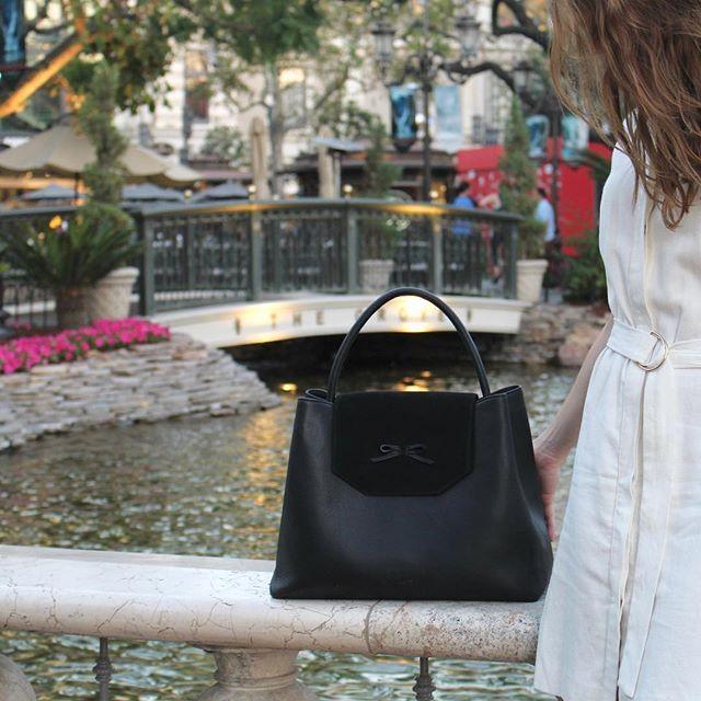 www.bydansti.com✨ #bydansti #losangeles #bags #bag #baglover #veske #leather #skinn #vegetabletanned #scandinavianstyle #scandi #fashion #dress #style #brunette #farmersmarket #travel #blogger #blog #bow #suede #scandinaviandesign #picoftheday #ootd #outfit #bridge #shopping #inspo #westhollywood #onlinestore
