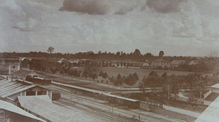 Medan gezien vanaf het treinstation, Sumatra, Indonesië (1889-1898)