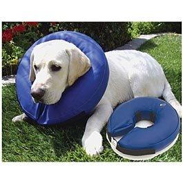 Cerrahi müdahele görmüş kedi ve köpeklerin iyileşme süreçlerinde yara ile temas etmemeleri için ideal ve rahat bir üründür.Diğer plastik yakalıklardan farkı şişme yakalık yumuşak olduğundan yatarken ve diğer aktivitelerinde çok daha rahat bir iyileşme süreci geçirirler.Yıkanabilir,çizik ve ısırıklara dayanıklıdır.Boyutlar:46 cm ve üzeri çapındadır.   http://www.petza.com.tr/Kong-Sisme-Yakalik-Tasma-XLarge,PR-2172.html