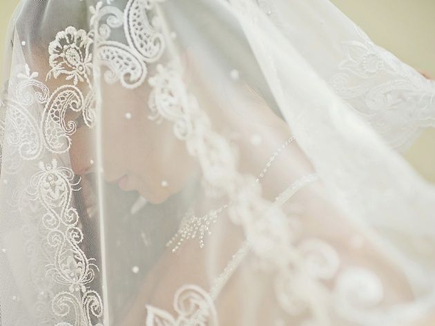 Intricate bridal veil. Jewish Wedding in Athens, Greece by Stella and Moscha Weddings. Photo by Thanasis Kaiafas