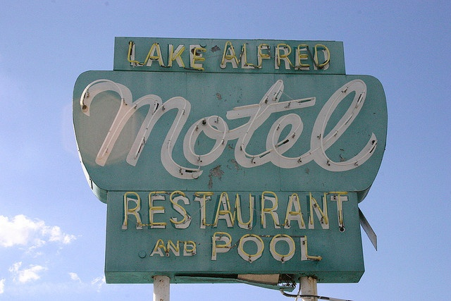 Lake Alfred Motel by adonis hunter / ahptical, via Flickr