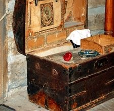 How to paint a steamer trunk
