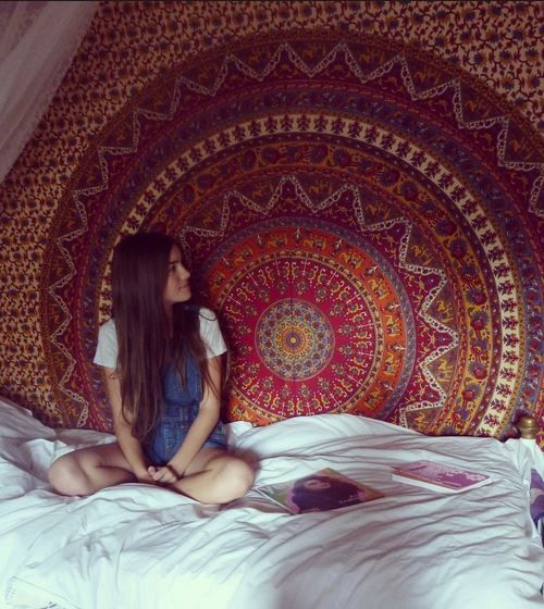 Awesome tapestries for your dorm from Urban Outfitters! Click thru to get a student discount! ähnliche tolle Projekte und Ideen wie im Bild vorgestellt findest du auch in unserem Magazin