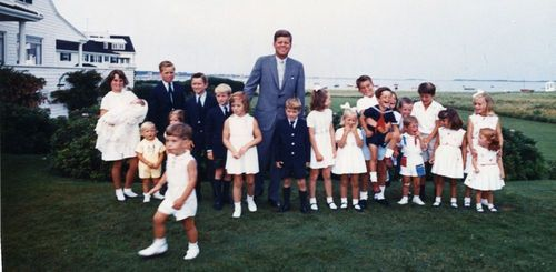 JFK poses with a much younger generation of Kennedys.: John Kennedy, Kennedy Families, Front Lawn, August 1963, 35Th Presidents, The Kennedy, Rare Photo, Hyanni Port, Summer Photo