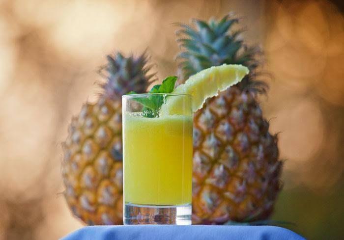 Termine o seu domingo de forma descontraída... Para relaxar e descontrair, o sumo de ananás com rum é a bebida perfeita! #Sumo_de_Ananás_com_Rum #receitas #bebidas #ananás #fruta #rum