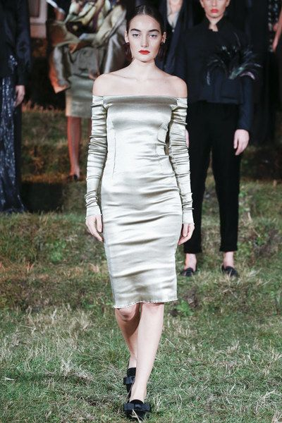 See the complete Datuna Sulikashvili Tbilisi Spring 2016 collection.