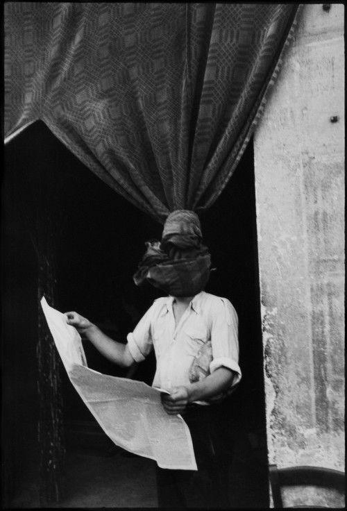 Henri Cartier-Bresson (1908-2004) - Livourne, Toscane, Italie, 1933 Épreuve gélatino-argentique, tirage réalisé dans les années 1980 (36 x 24,3 cm) Centre Pompidou, Musée national d'art moderne