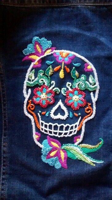Calavera bordada en hilo y piedras mexican embroidery