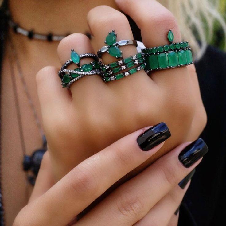 Mistura de anéis com estilo! ✨🖤. . #trend #semijoias #aljoias #at …   – Anéis