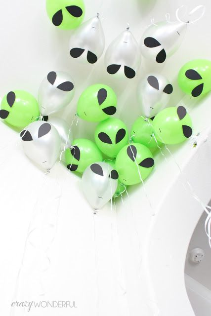 Crazy Wonderful: outer space theme birthday party, kid's birthday party ideas, boy birthday party, space, aliens, alien balloons, space party decorations