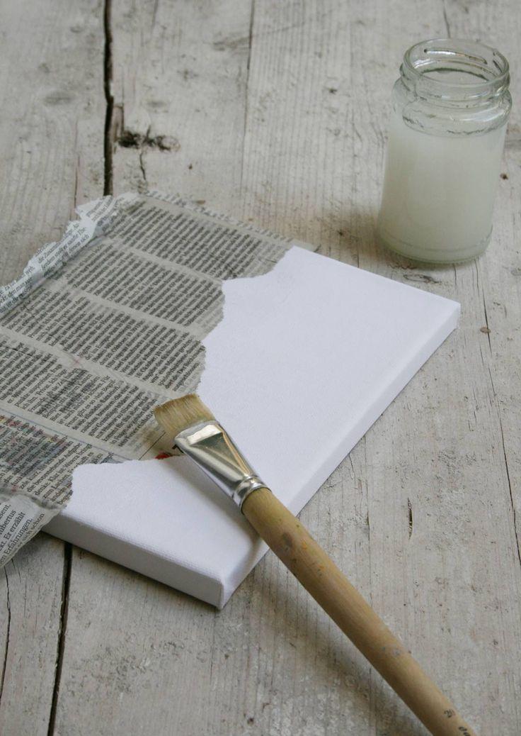 Zeitungspapier auf Leinwand kleisern