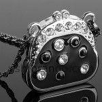 Bolso glamuroso pendrive USB. Regalos originales para mujeres, colgante con elegante bolso en color plata que a su vez es un pendrive. Regalos originales baratos y prácticos. Regalos para los enamorados, para el día de San Valentín.