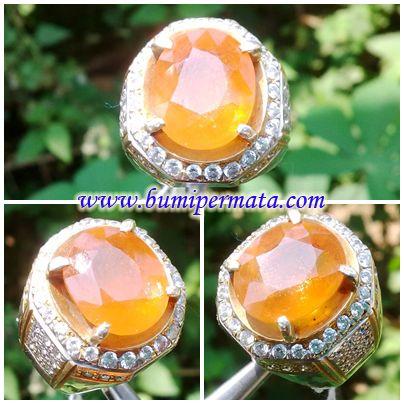 CM111 Batu Permata Sapphire Kuning Asli Nama Batu Permata : Natural Yellow Sapphire Dikenal : Batu Yakut Dimensi Batu Permata : est 13,60 x 11,32 x 6,19 mm
