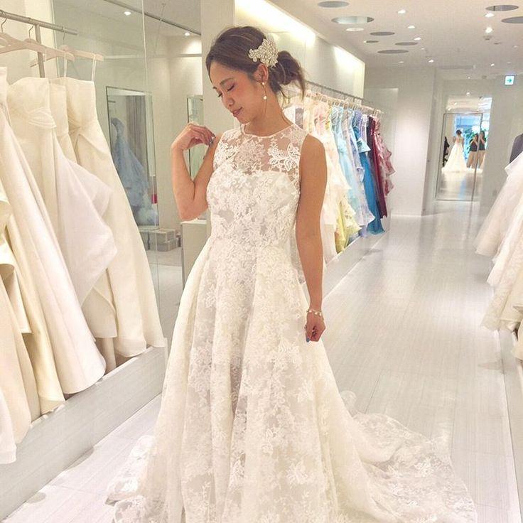 卒花試着レポ こちらはNYの大人気ブランド#rivini のドレス 総レースからチラッと見える足がとってもセクシー  靴でも遊べるのでぜひ大人花嫁に選んでもらいたい一着です  アクセサリーはモデルの @maaarina0806 さんのようにさり気ないパール統一するとドレスが際立つますよ  こちらのドレスは@felicevita_bellissima さんでご試着可能です ------------------------------ こちらのドレスをBeautyBrideからレンタルするとお得な特典が  ご試着予約&ご相談は 0120-511-530 DMからも トップページのURLからも お気軽にお問い合わせください  #fellicevitabellissima#ビューティブライド #プレ花嫁 #日本中のプレ花嫁さんと繋がりたい #カラードレス #お色直し #ドレス試着 #ドレスレポ #カラードレス迷子 #和装 #卒花嫁 #2017冬婚 #2017秋婚 #2018春婚 #レンタルドレス #特典 #お得…