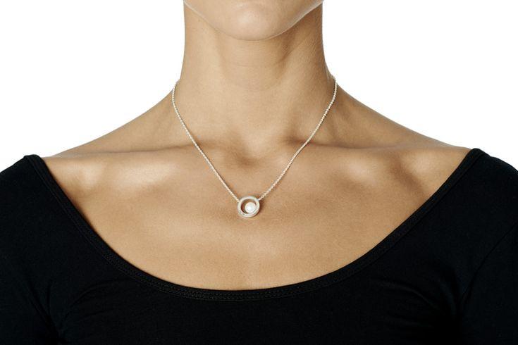 60's Pearl Necklace i gruppen Halsband / Silverhalsband hos Efva Attling AB (10-100-01186r)