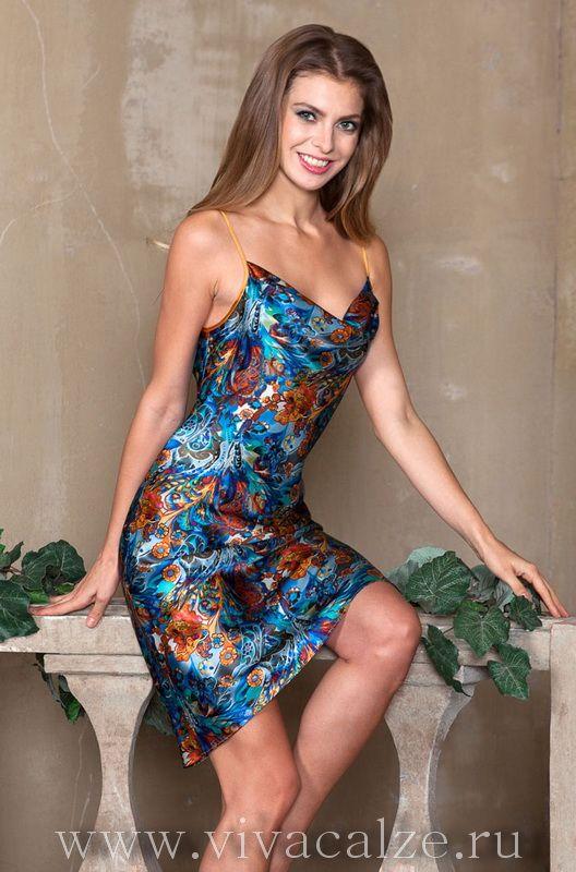 15138 Сорочка Состав: 100% натуральный шелк  Коллекция YESENIA.  Оригинальная туника Mia-Mia полуприлегающего силуэта из натурального шелка с фантазийным принтом.