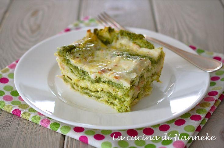 Le lasagne con broccoli e salmone affumicato sono un primo raffinato, ma allo stesso tempo molto semplice, molto ricco di verdura e con pochi grassi.