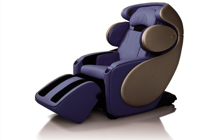 OSIM Human 3D Massage chair...  If we had dream house kind of money I could see this in Ryan's cave