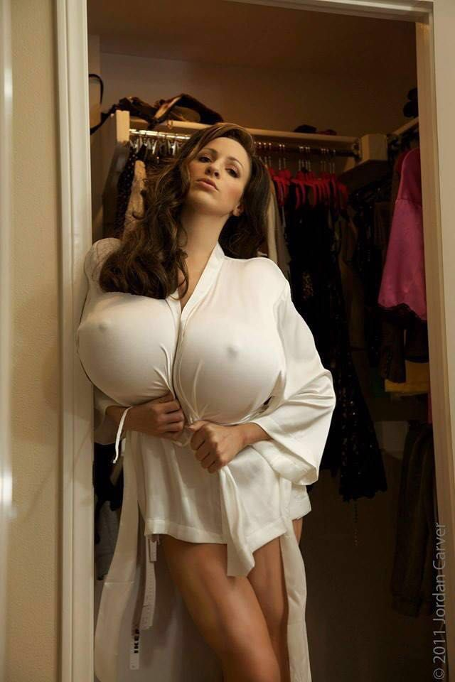 big-breasted-nude-white-women