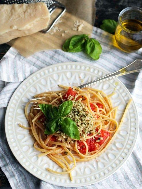 Pâtes aux tomates fraîches et aux noix de pin