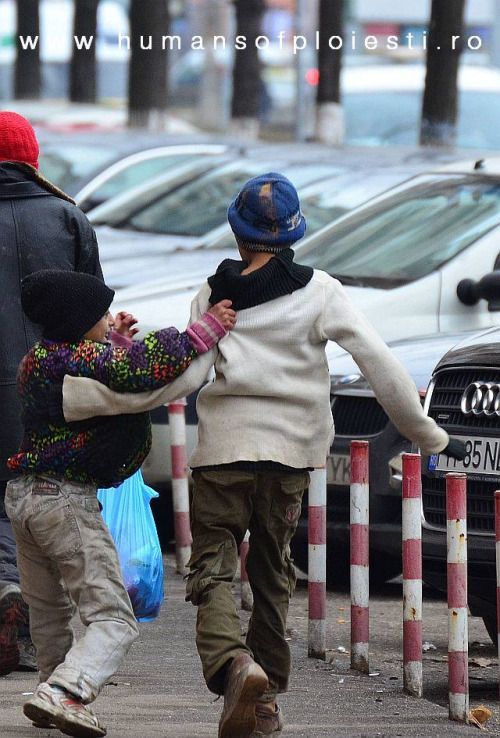 """Copiii strazii nu ajung si pe strada copilariei.""   people, stories & photos - www.humansofploiesti.ro"
