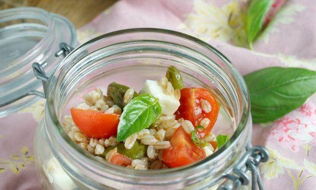 insalata di farro peperoncini verdi pomodorini fiordilatte
