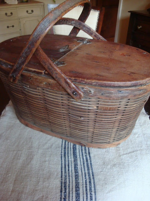 antique picnic basket: Vintage Baskets, Old Baskets, Burlington Baskets, Antiques Baskets, Vintage Picnics, Baskets Factories, Vintage Antiques, Baskets Baskets Baskets, Antiques Picnics Baskets