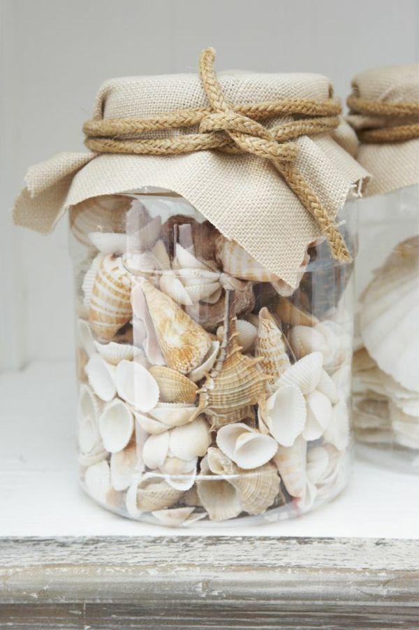 Hol Dir den Urlaub ins Badezimmer mit dieser kleinen DIY Deko Idee: Maritimes Glas mit Muscheln rustikal