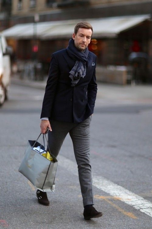 2014-12-11のファッションスナップ。着用アイテム・キーワードはウールパンツ, ジャケット, ダブルジャケット, ポケットチーフ, マフラー・ストール, モンクストラップ,etc. 理想の着こなし・コーディネートがきっとここに。| No:71441