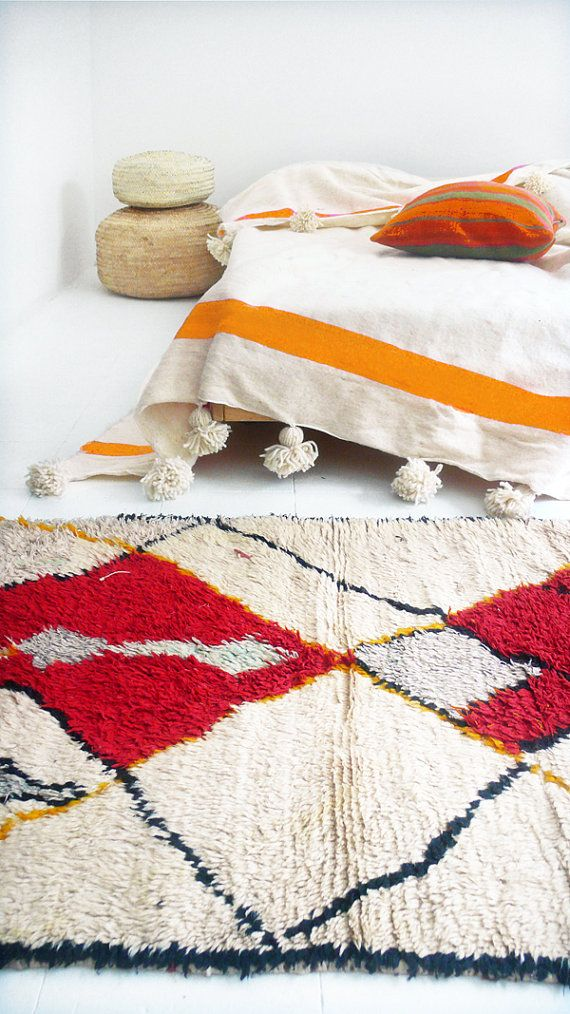 Vintage Moroccan Wool Rug - AZILAL Tribal  Rag rug from Morocco called boucherouite made of wool by a berber woman. Each carpet AZILAL Vintage is