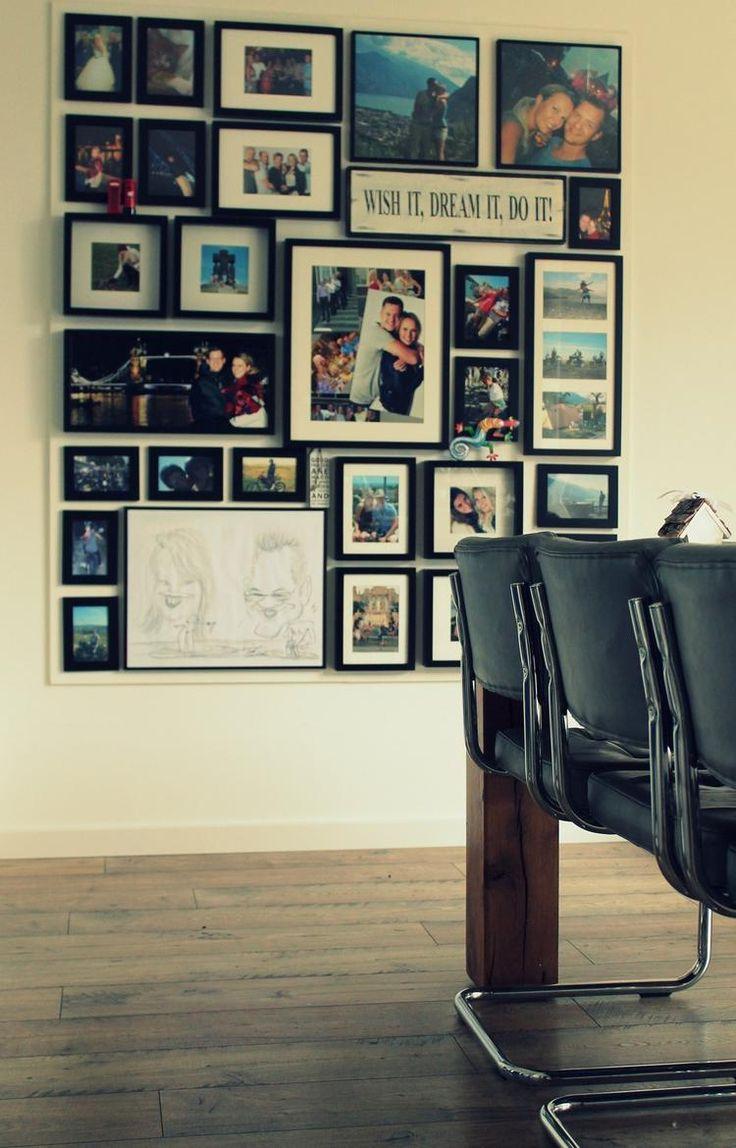 Foto: Mijn fotowand! Een MDF plaat van 12mm dik op de muur geschroefd. De plaat in dezelfde kleur als de muur geschilderd zodat hij zo min mogelijk opvalt. Hierna met kleine spijkertjes de fotolijsten opgehangen. Scheelt me heeeel veel gaten in mijn strak gestucte muur:). Geplaatst door Esdenk op Welke.nl