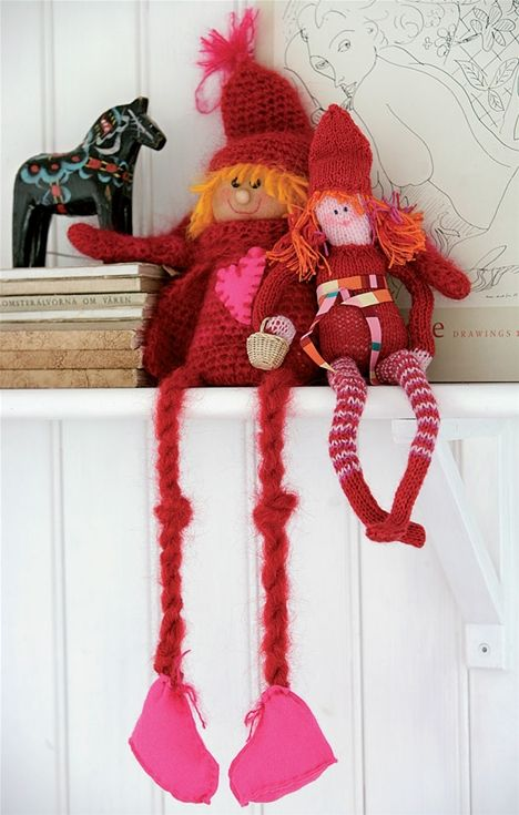 Søde røde strikkede og hæklede nisser - her får du opskrift og mønster til de fine julenisser.