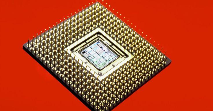 Frecuencia de la DRAM y del BCLK. Una señal de temporización llamada reloj, determina la velocidad con la que una computadora funciona. Para los microprocesadores Intel, un circuito de reloj maestro es denominado reloj de base o BCLK, porque genera un flujo constante de impulsos que determina la rapidez del procesador central, cuando la DRAM y otros componentes funcionan. Una ...