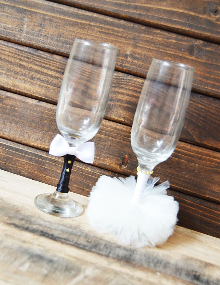 DIY Bride & Groom Flutes! Customize colors to fit a wedding dress, or even for a coming-of-age party!