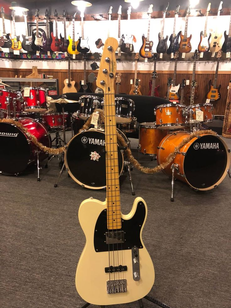 Fender Squier Telecaster Bass. Recent trade in. This rare bird is in like new condition. One owner. Plays and sounds great. Message us with any qusetions.